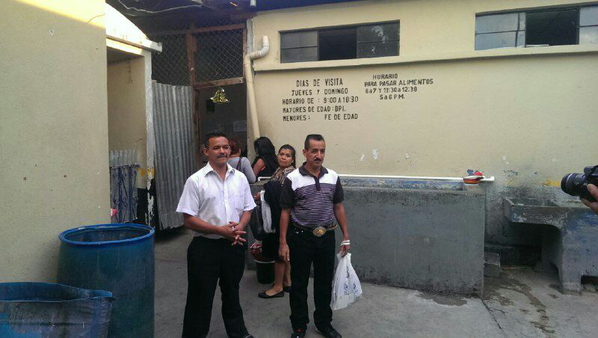 Saúl and Rogelio walking out of prison. Photo: CMI-Guate