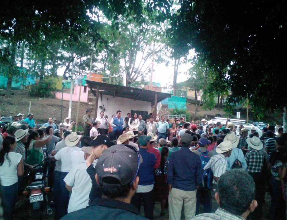 Communities maintain peaceful demonstration in protest of negative impacts of Tahoe Resources' mine in Guatemala