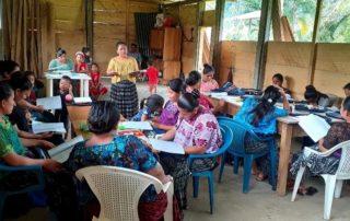 Picture from one of ACODET's women's leadership workshops. Photo credit: ACODET // Foto de uno de los talleres de ACODET de liderazgo de mujeres. Crédito de foto: ACODET