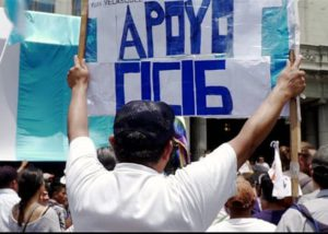 "A protestor holds a sign at a pro-CICIG rally that says ""Apoyo CICIG,"" or, ""I support CICIG."""
