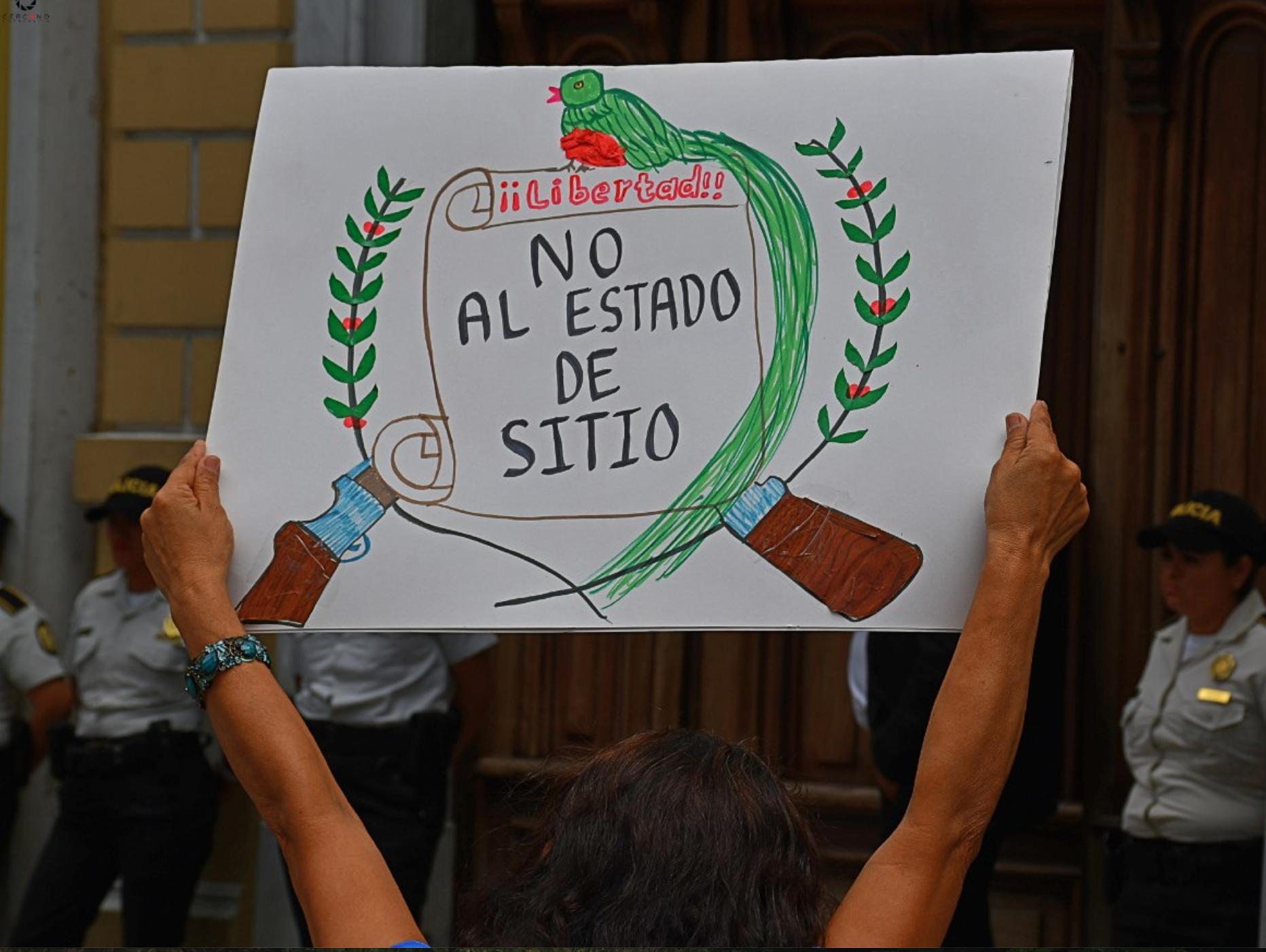 Image reads: Liberty! No to the State of Siege. Imágen dice: Libertad! No al Estado de Sitio